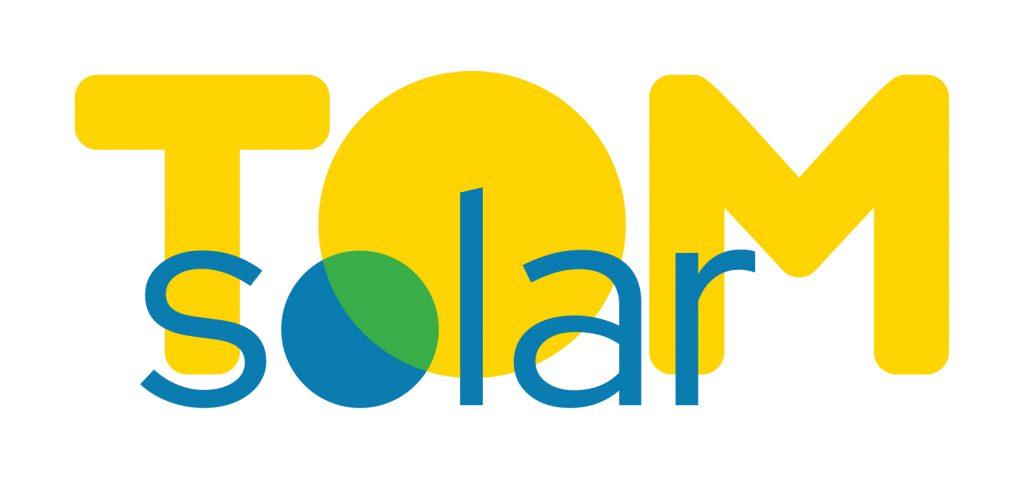 logo met de tekst 'TomSolar', met prominent geel en blauw klerugebruik
